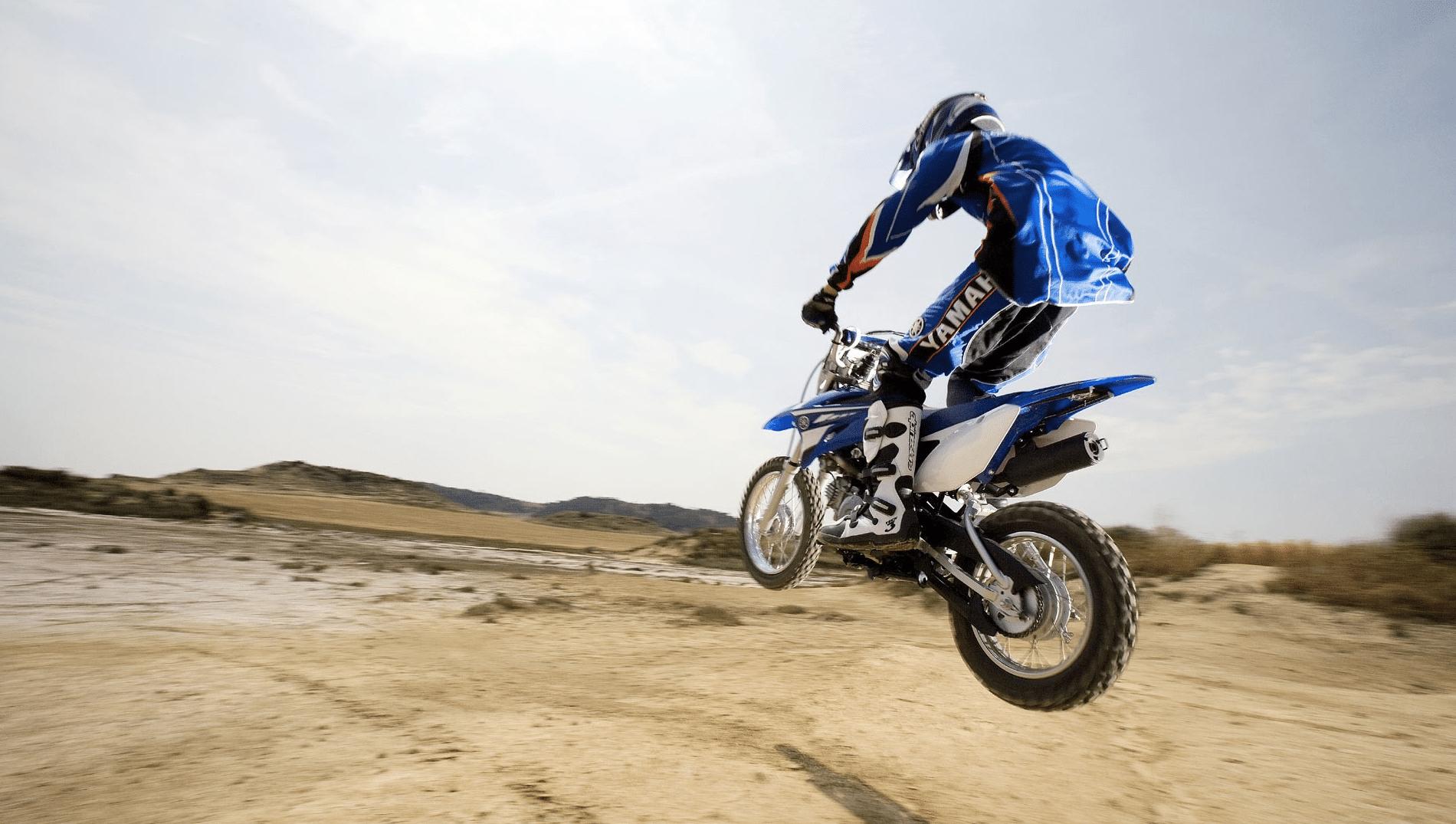Cómo saltar con una moto de motocross