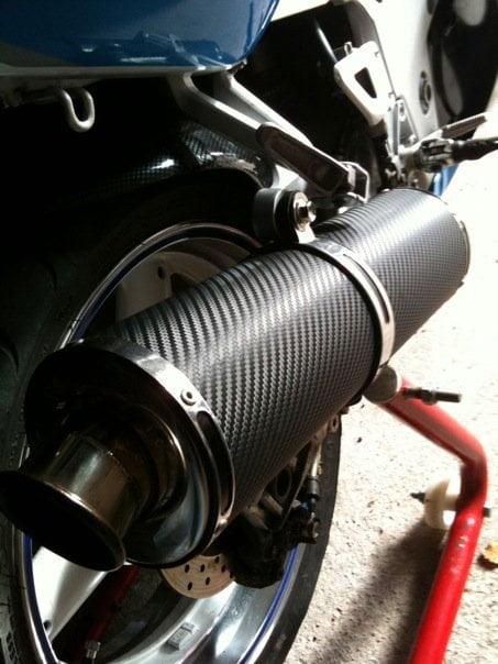 Como hacer más silencioso el tubo de escape de una moto.