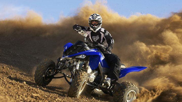 Cómo solucionar los problemas con el carburador de un Yamaha Raptor