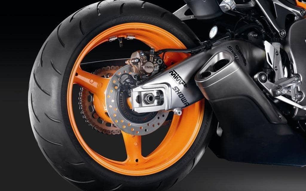 Ventajas de una llanta trasera ancha en una motocicleta.