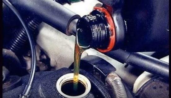 Cambia tu mismo el aceite de tu moto.
