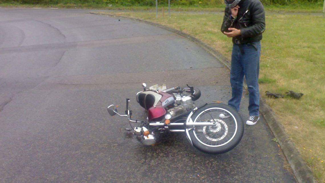 Levantar la moto después de la caída