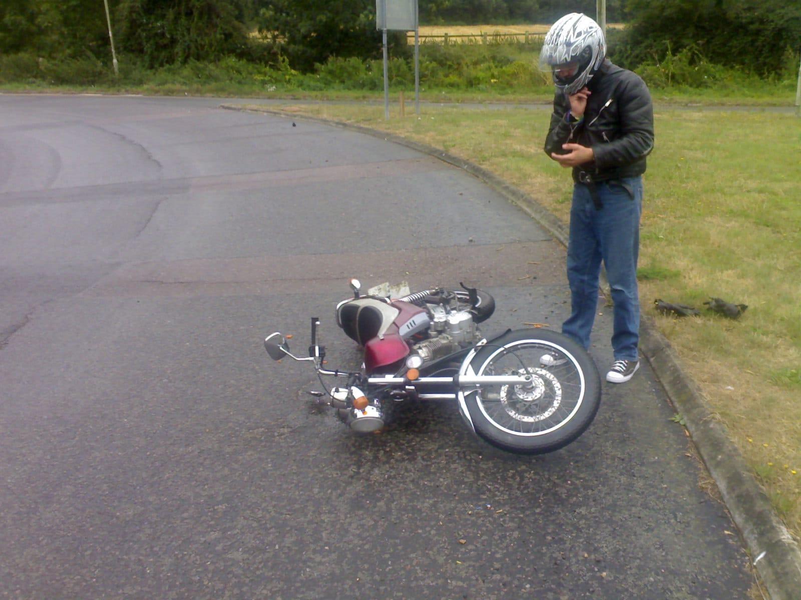 Levanta la moto después de la caída