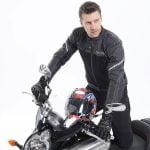 Características de seguridad que debe tener la chaqueta para moto.