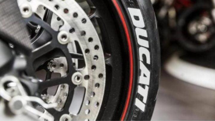 ¿Por qué las letras blancas en los neumáticos son tan populares?