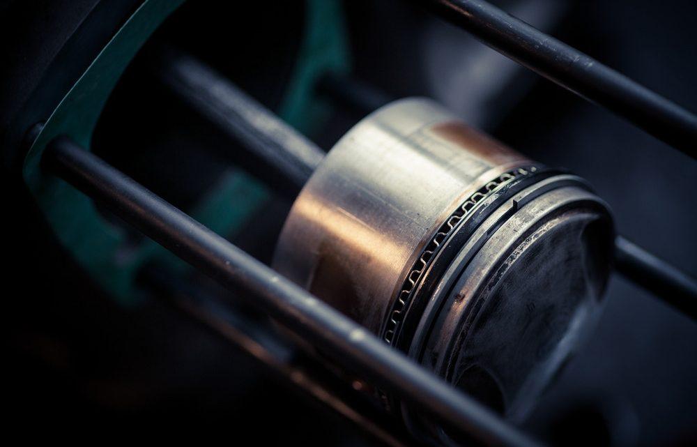 Empuje lateral del pistón en los motores de motocicleta