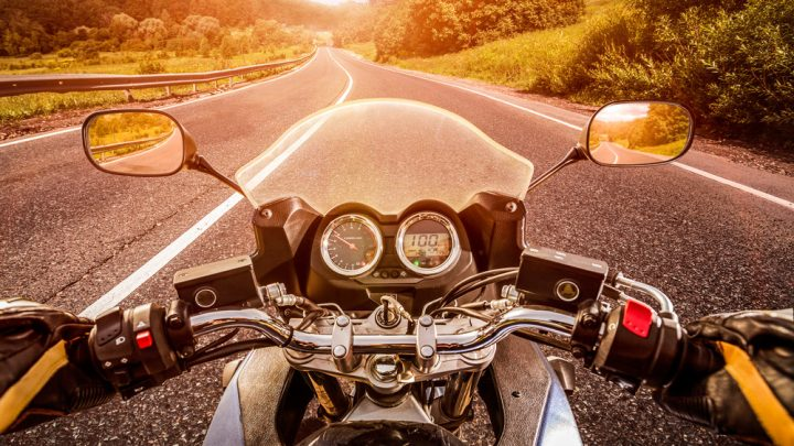 Posicionamiento adecuado del espejo de la motocicleta