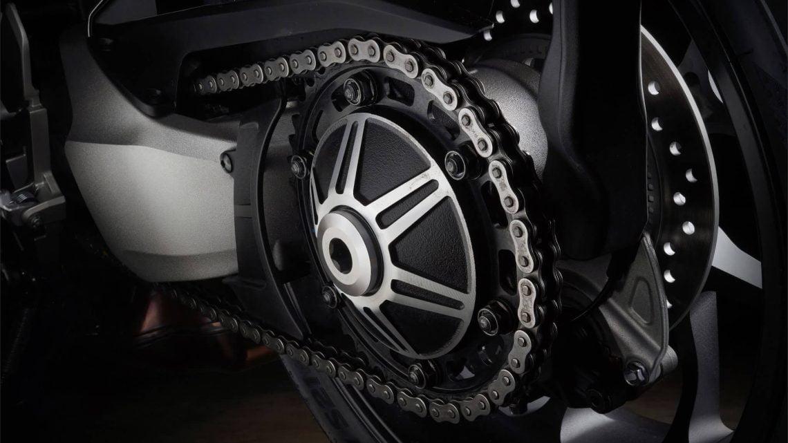 Así es como puede cuidar la cadena de su moto